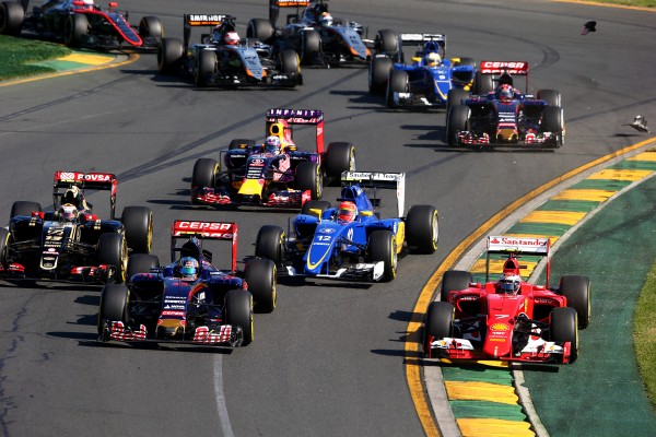 Start crash 2015 Australian Grand Prix